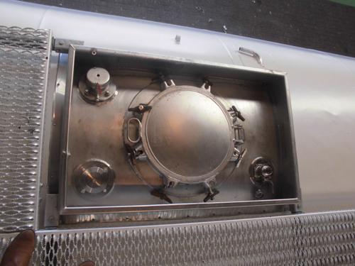 Gebrauchter 20´- Tankcontainer, Draufsicht des Mannloches, generalüberholt